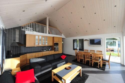 Wohn-/Essbereich mit offener Küche – Ferienhaus John 10