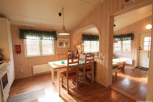 Wohn- /Essbereich mit offener Küche – Ferienhaus Älg