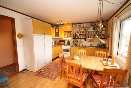Küche mit Essplatz – Ferienhaus Björka