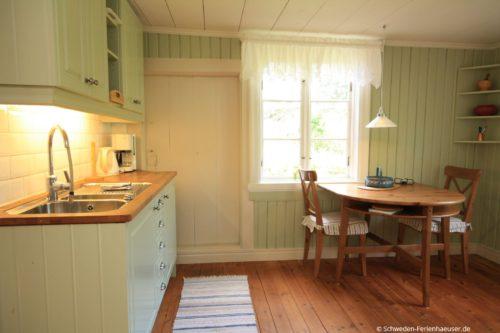 Küche mit Essplatz – Ferienhaus Rimforsa