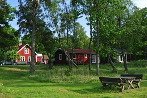 Blick vom See – Ferienhaus Rockneby