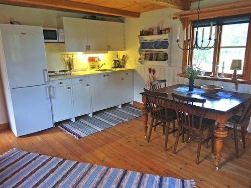 Küche mit Essplatz – Ferienhaus Rockneby