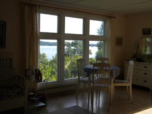 Essbereich mit Seeblick - Ferienhaus Rönnäs