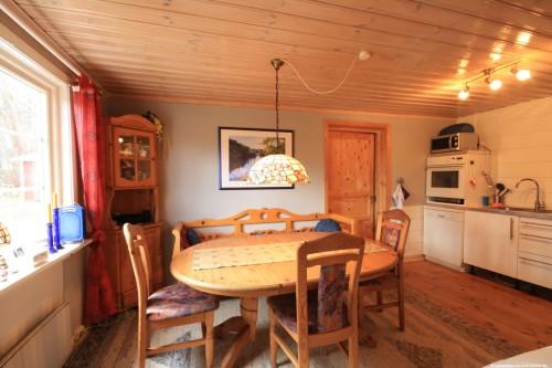 Küche mit Essplatz – Ferienhaus Tostaboda
