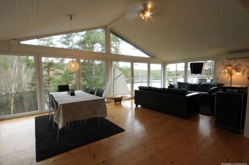 Wohn- /Essbereich mit offener Küche – Ferienhaus Ubbaboda