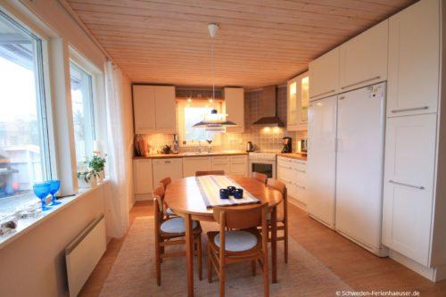 Wohn- /Essbereich mit offener Küche – Ferienhaus Ugglarp