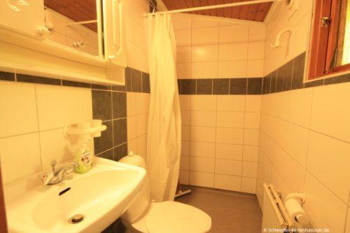 Badezimmer mit Dusche – Ferienhaus Björk
