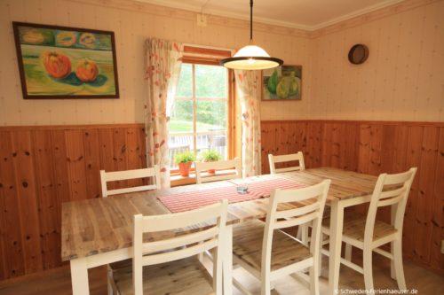 Küche mit Essplatz – Ferienhaus Tida