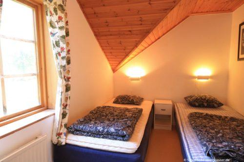 Schlafzimmer 2 – Ferienhaus Tida