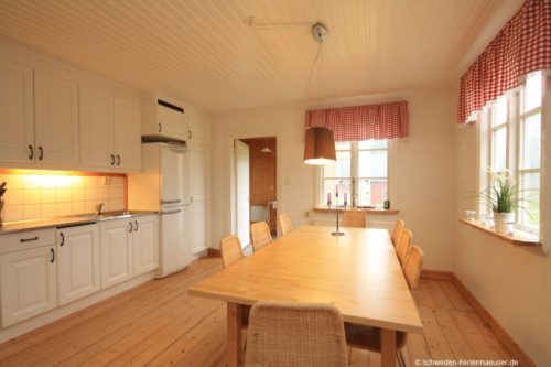 Küche mit Essplatz - Ferienhaus Mats