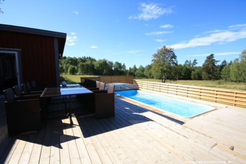 Terrasse mit Pool und Außenwhirlpool – Ferienhaus Ströms