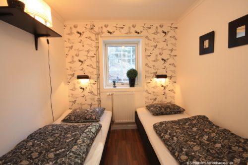 Schlafzimmer 1 (Erdgeschoss) – Ferienhaus Bro