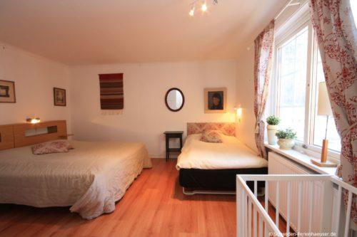 Schlafzimmer 2 (Erdgeschoss) – Ferienhaus Bro