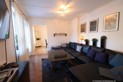 Wohnzimmer (Erdgeschoss) – Ferienhaus Bro