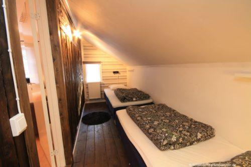 Schlafzimmer 5 (Obergeschoss) – Ferienhaus Bro