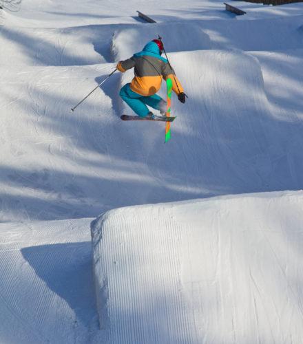 Der Snowpark in Hassela bietet genügend Platz und Abwechslung, um neue Tricks zu üben | © Mikko Nikkinen/imagebank.sweden.se