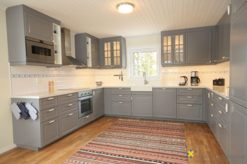 Wohn- /Essbereich mit offener Küche – Ferienhaus Hurven 2