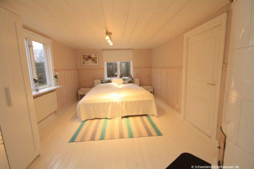 Schlafzimmer 1 (Erdgeschoss) – Ferienhaus Ask