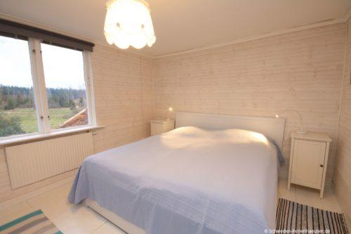 Schlafzimmer 2 (Obergeschoss) – Ferienhaus Ask